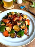 ごはんがすすむおいしい味【塩鮭と夏野菜のにんにく甘照り】