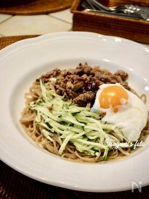 夏はやっぱり韓国料理!温泉たまごでいただく冷やしビビン麺