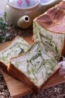 春色可愛い♡ミルク香るふんわり美味しい抹茶シートの生食パン