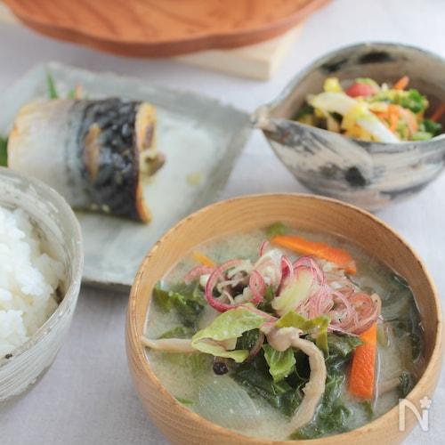 春キャベツの豆乳味噌スープ§生姜の風味が美味しい食べるスープ