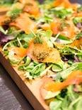 【簡単おつまみ】スモークサーモンのベビーリーフサラダ