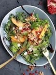 柿と洋梨のフランベサラダ、レモンとクレマバルサミコ。