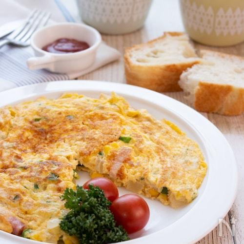朝食やお弁当のおかずにも!野菜とベーコンのスパニッシオムレツ