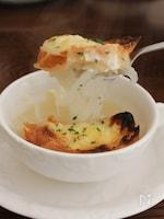 【サク飯】新玉ねぎであっという間オニオングラタンスープ