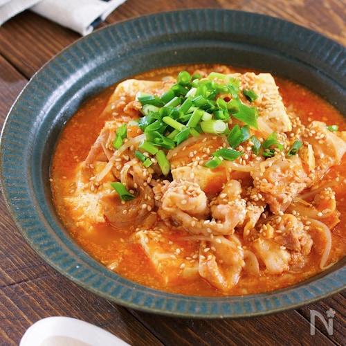 煮るだけ5分♪『豚バラ豆腐ともやしの韓国風ごま味噌スープ』