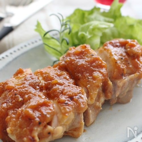 鶏肉のソテー、オニオンソース