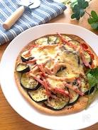 トースターで簡単❗️美味しー♡なすたっぷりのトルティーヤピザ