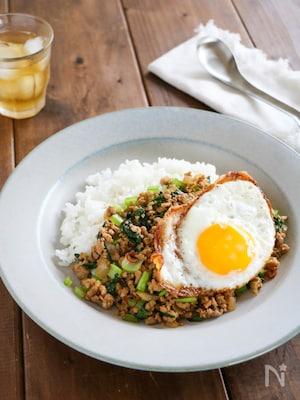 お手軽食材で作る『小松菜入りガパオライス』