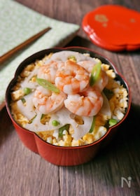 『【15分弁当】春爛漫♪蒸しエビのちらし寿司弁当』