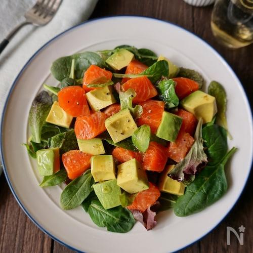 サーモンとアボカドの柚子胡椒サラダ