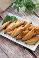ピリ辛で最高に美味しい♡手羽中の一味にんにくオーブン焼き
