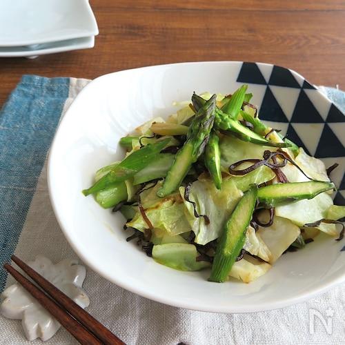 春野菜をたっぷりと◎春キャベツとアスパラガスの塩昆布ソテー