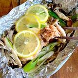 簡単美味‼︎【生秋鮭ときのこのうま味ホイル蒸し】レモンバター