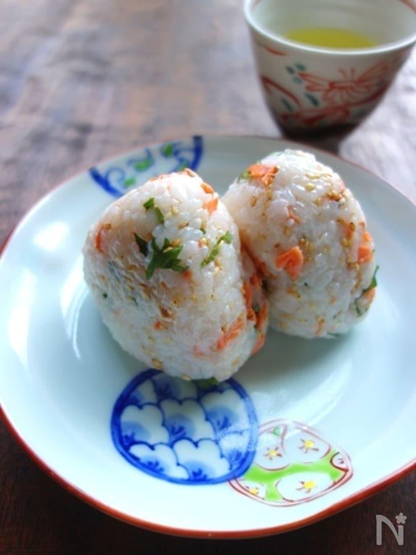 【鮭フレーク&焼き鮭】鮭おにぎりの作り方と人気アレンジレシピの画像