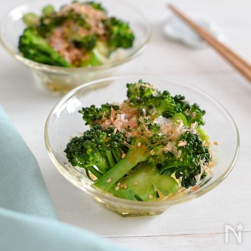 ブロッコリーのおかかポン酢和え。レンジで時短!和風の副菜。