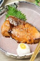 絶品♡ブリの黒酢照り焼き【大根おろしと刻み柚子添え】