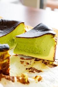 抹茶の層が美しい!抹茶バスクチーズケーキ