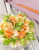 スモークサーモンとえびアボカドのサラダちらし寿司
