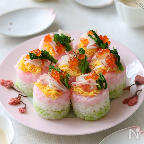 ひな祭りの3色押し寿司。