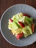 ざく切りきゃべつと苺のサラダ。