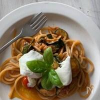 モッツァレッラとズッキーニのトマトスパゲッティー
