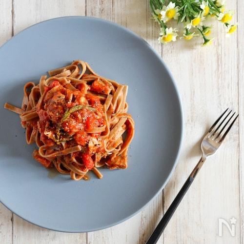 【絶品!】鯖とローズマリーのトマトパスタ