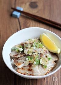 『ガツンと美味しい ねぎ塩豚カルビ丼』