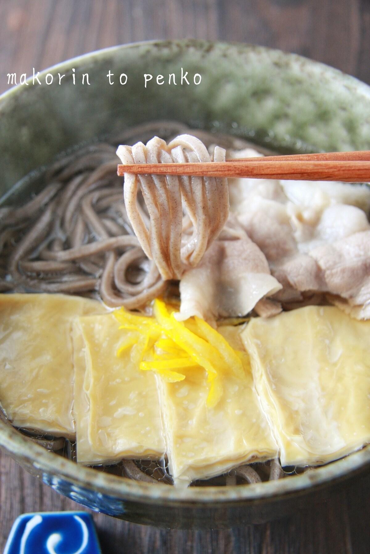 年越しそば*白だしで簡単♪驚く旨さ♡豚肉と湯葉の柚子蕎麦
