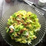 やみつきなおいしさ!春キャベツと新玉ねぎのシンプルサラダ
