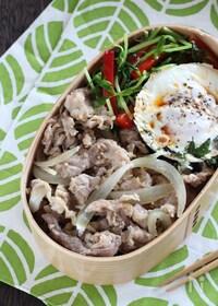 『【15分弁当】豚こま肉の胡麻味噌とピリ辛目玉焼きののっけ弁当』