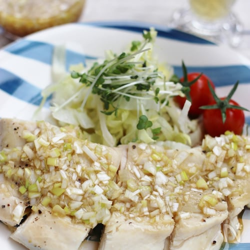 レンジで作る簡単蒸し鶏、ネギソース