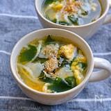 にんにくたっぷり!豆もやしとわかめのスタミナ卵スープ