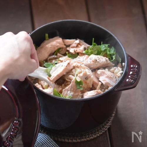 【STAUBレシピ】たっぷり満足♪鮭としめじのパクチーご飯