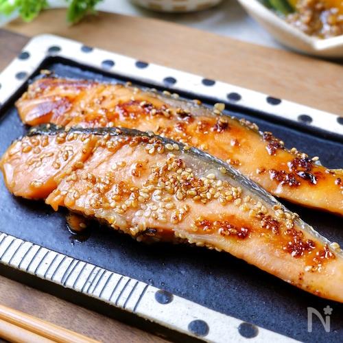 簡単下味冷凍♡ほんのり甘い『鮭のごまみりん漬け』