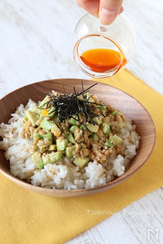 アボカドとひきわり納豆のポン酢風味丼