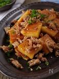 【ご飯に乗せたい】豚ひき肉とはんぺんのガリバタ醤油炒め