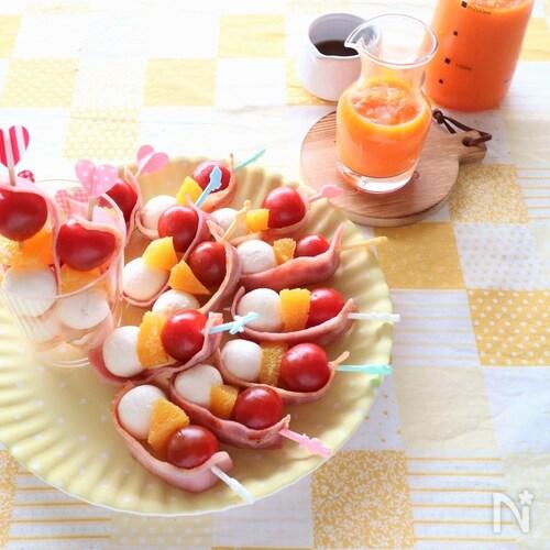 トマト、オレンジ、チーズのピンチョス~にんじんドレッシング~