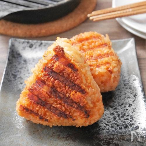 パリパリチーズの韓国風辛旨焼きおにぎり