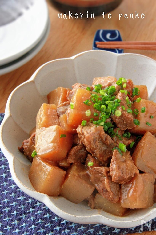 牛すじとサイコロ状のこんにゃくで作った味噌味の牛すじ煮込み