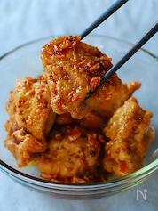 鶏もも肉のジューシー唐揚げ、食べるラー油漬け。