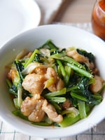 シャキシャキで美味しい小松菜と鶏もも肉のオイスターソース炒め