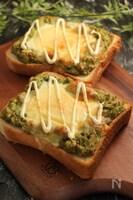 アボカドサラダのチーズエッグトースト