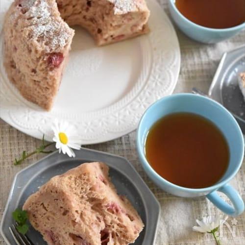 レンジでOK!たっぷりイチゴのふわふわシフォンケーキ♡