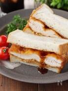 ボリューム満点!ソース染みしみ!鶏むね肉のチキンカツサンド