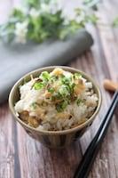 白だしで上品な味わい♡旨味たっぷりあさりと生姜の炊き込みご飯