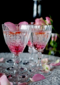 『【簡単おもてなし】宝石みたいにキラキラ光る薔薇のゼリー』