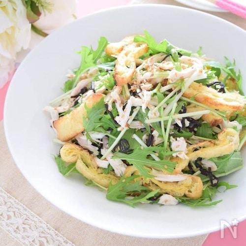 簡単&激ウマ♡鶏のささみと焼き油あげの水菜塩こんぶサラダ