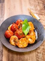 海老とミニトマトのバジル炒め