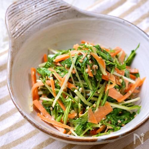 『水菜と人参のポン酢ごまドレサラダ』