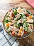 ボリューム満点サラダ『蒸し鶏のデリ風シーザーサラダ』